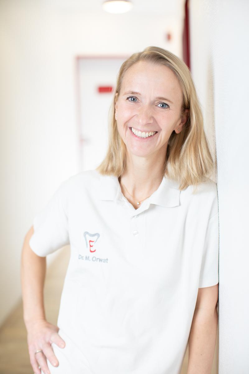 Doktor Doktor Melanie Orwat, Zahnärztin für Parodontologie und Implantologie